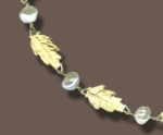 Necklace of 18 karat green gold and freshwater pearls