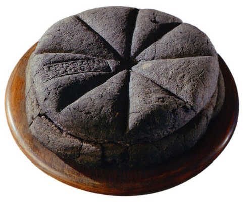 preserved-loaf-of-bread-from-pompeii